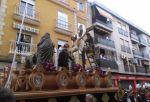 Misterio del Descendimiento por la calle Baños, momentazo de esta Semana Santa de Linares 2015