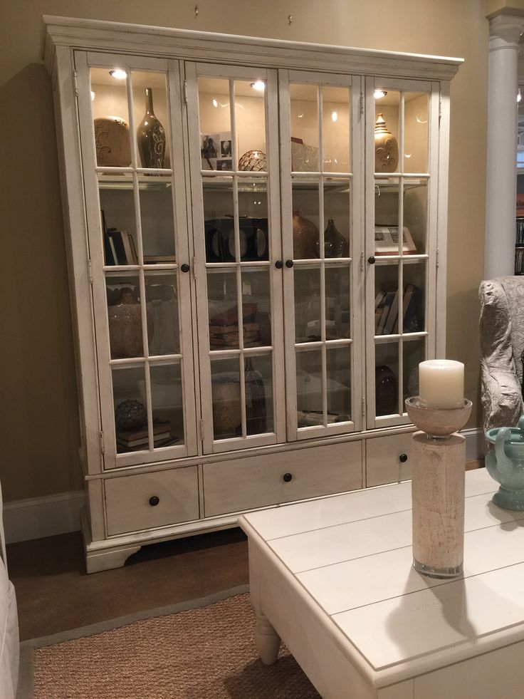 Trisha Yearwood Monticello Curio Cabinet in Whipped Cream