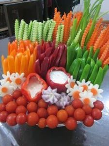 This is arranged in such a beautiful way it willing been hard to resists. Perfect for Super Bowl party #Superbowl party #Vegetables: