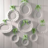 Decorating with Plates: Using Dinner Plates to Decorate ...