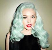 mint green hair. model lindsay