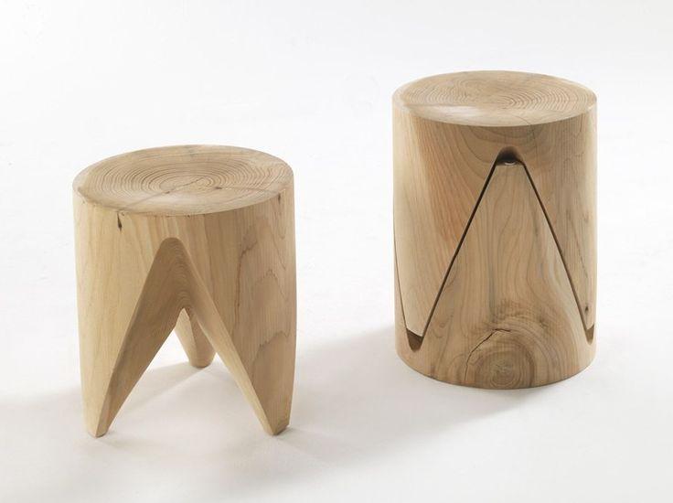 Banqueta baixa empilhável de madeira maciça ZIG + ZAG Coleção J+i by Riva 1920   design Sakura Adachi: