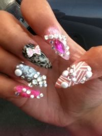 1000+ ideas about Round Nail Designs on Pinterest ...