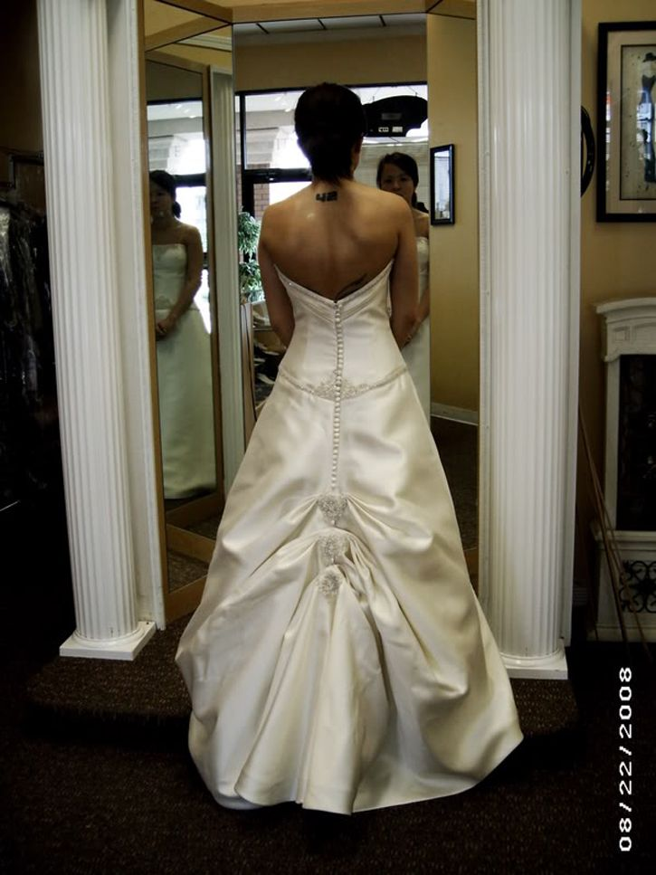 25 best ideas about Wedding dress bustle on Pinterest  How to bustle a wedding gown Jim hjelm