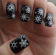cute holiday nail design