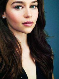 Emilia Clarke Hair Color   1000 ideas about singer pink ...