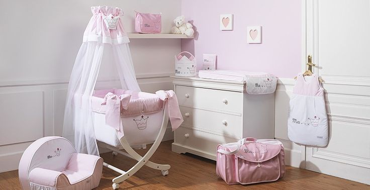 Chambre de bb fille blanc et rose pale broderie couronne de princesse Collection Princesse