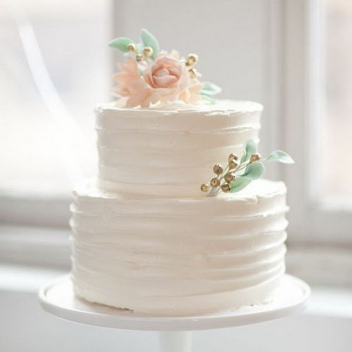 Small simple wedding cake to go along with the froyo Maybe with bunting flags or some other