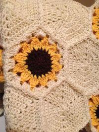 1000+ ideas about Crochet Blanket Flower on Pinterest ...
