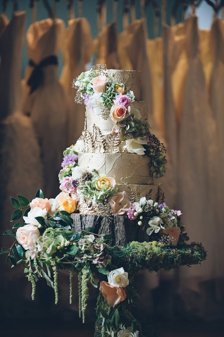 forest wedding cake, fairytale wedding cake – reminds me of @Riley Dandy :)
