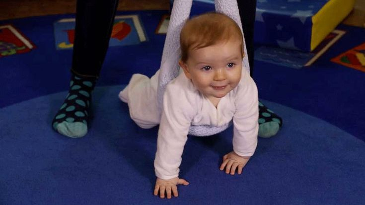 Encouraging baby to crawl we blue dresses and videos