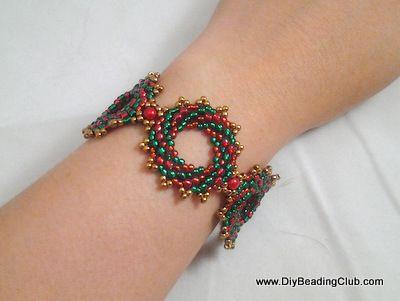 DIY Beading Christmas Wreath Bracelet I would also do