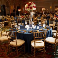 Chiavari Chair Covers For Weddings Awesome Dinosaur Office Chairs White Hydrangea With Red Rose Arrangement And Blue Linens To Complement The Room | Centerpiece ...