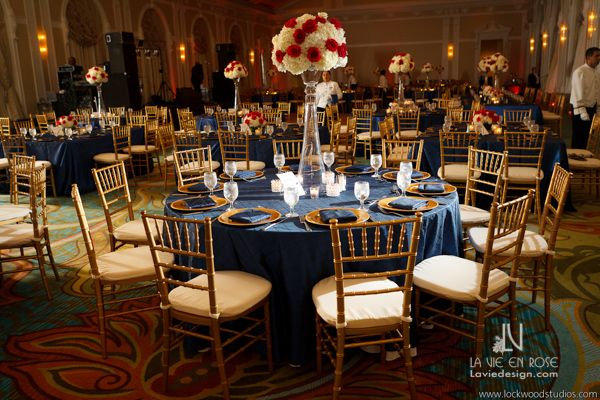 chiavari chair covers for weddings 2 outdoor table set white hydrangea with red rose arrangement and blue linens to complement the room | centerpiece ...