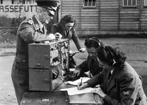 German female radio operatorsWW II Hallo Hallo
