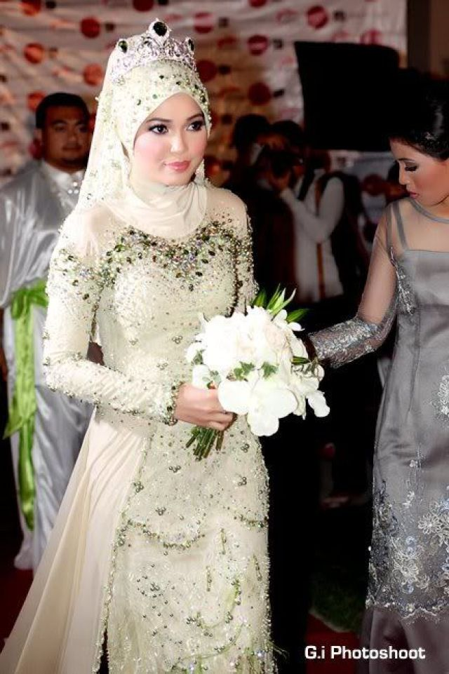 14 amazing bridal looks from around the world the tempest for Wedding dress malaysia online