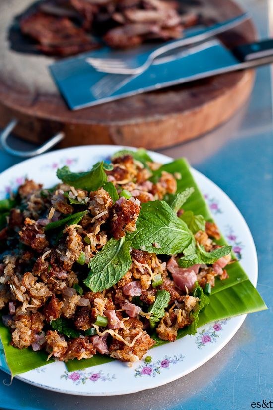 Nhem Khao, Laotian crisp rice salad lovee this dish with lettuce and rice – my F
