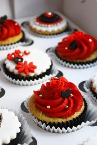 Red and black | Let's Decorate - CUPCAKES | Pinterest ...