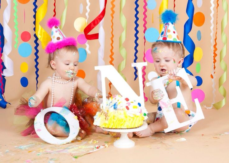 Twins first birthday smash cake photo session Used letters
