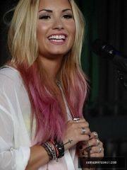 demi lovato dip dye hair