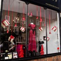 Christmas Window Displays for Homes | like the colors red ...