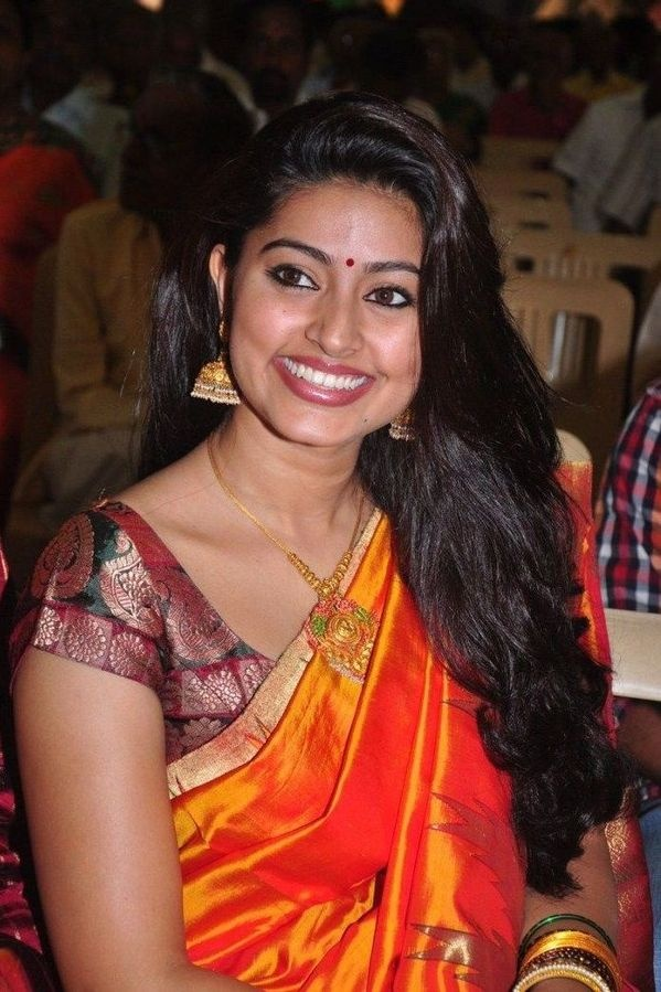 Actress Sneha In Saree Photo Album Gallery And Wallpapers