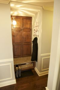 How to Build Entryway Storage Cabinet - http://tvolymp.com ...
