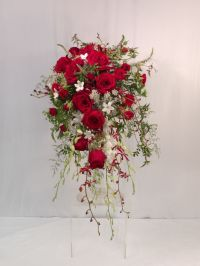 Best 25+ Red Wedding Bouquets ideas on Pinterest | Red ...