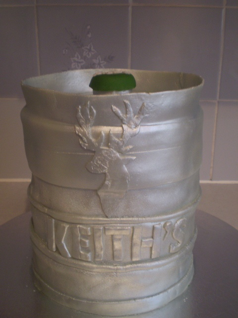 Beer Keg Cake Cakesgalore Pinterest Beer Cakes And