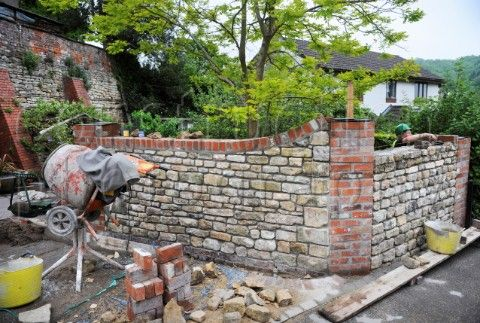 Stone Garden Wall Building A Garden Wall With Cotswold Stone And