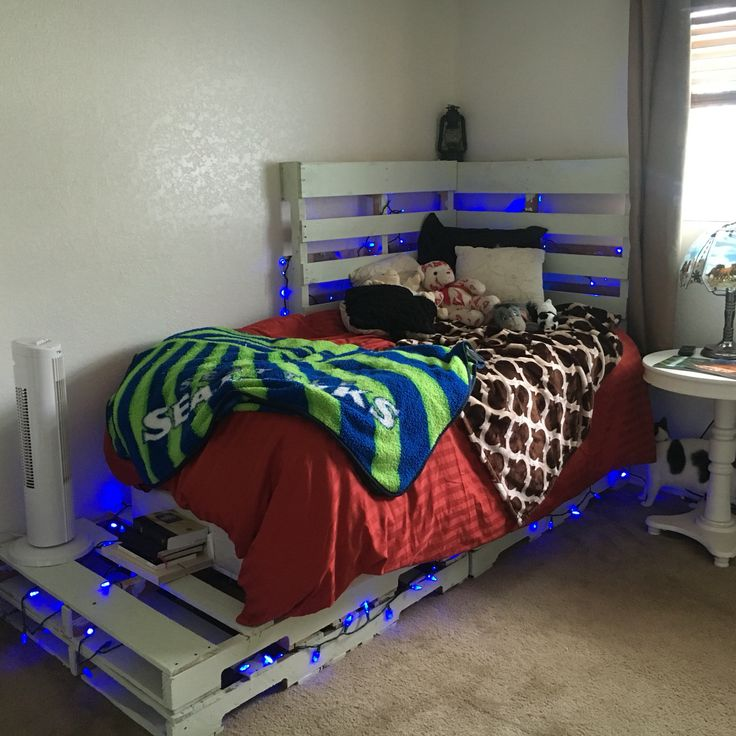 Twin Bed Frame Made Out Of Pallets Great Ideas