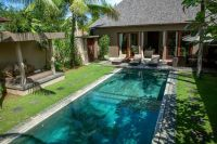 Modern landscaping ideas for small backyards with pool ...