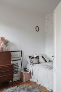 1000+ ideas about Jewel Tone Bedroom on Pinterest | Gray ...