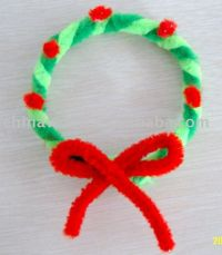 green and red pipe cleaner wreath kids craft xmas