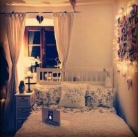 Cute small bedroom | college | Pinterest | Photo walls ...