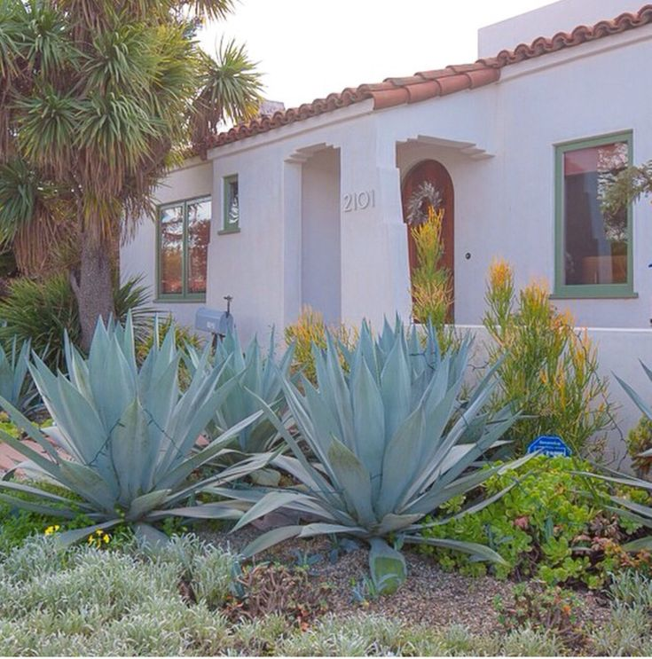 25 best ideas about Spanish bungalow on Pinterest  Spanish style homes Spanish patio and