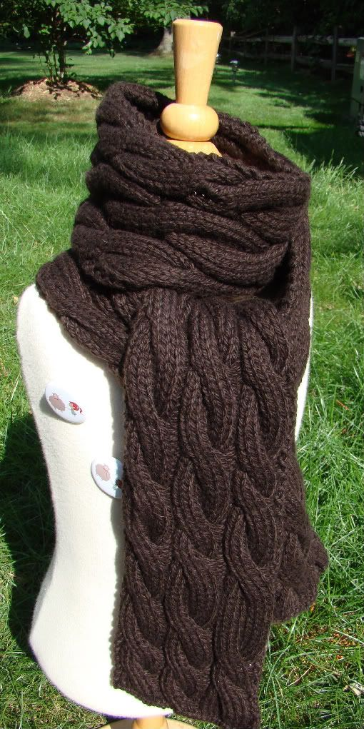 Rambling – cable knit scarf… says it's good for beginners  I'm going to attempt this, and if it goes well I will get some really