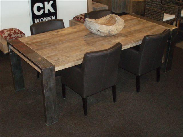 7 Industrile teak tafel met stalen poten 240 cm  1195