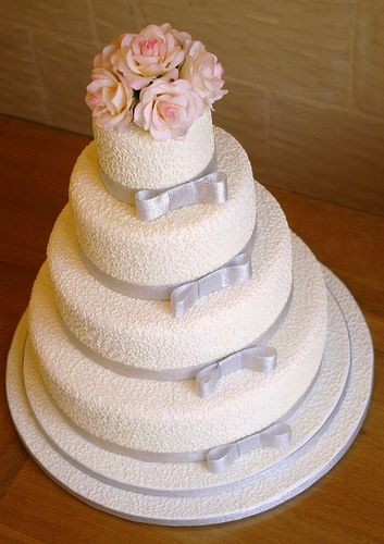western wedding cakes and flowers