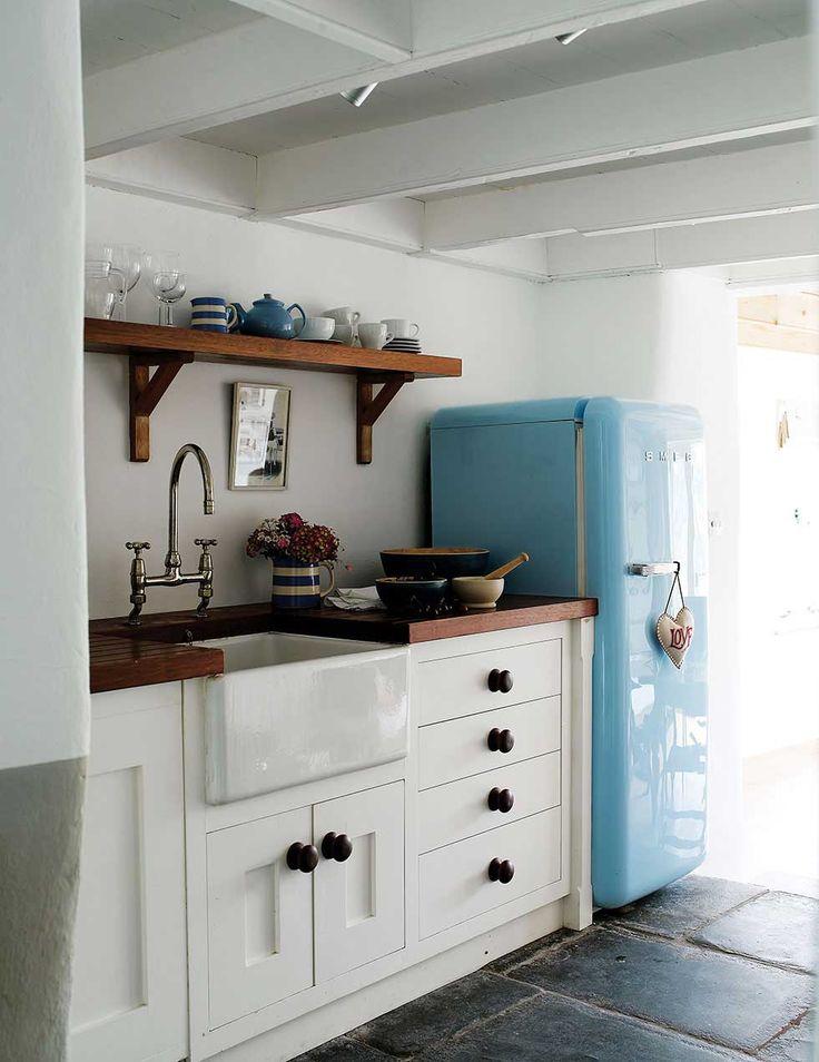 25+ best ideas about Small cottage kitchen on Pinterest