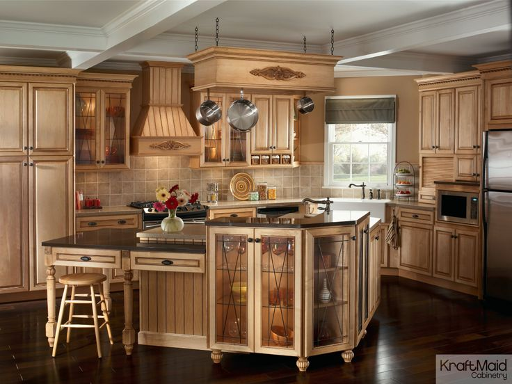 This traditional kitchen with KraftMaid cabinetry and a