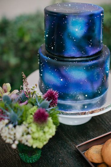 How dreamy is this space wedding cake? I would have no way to DIY this, though, and so probably would be best off leaving this to
