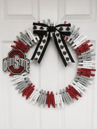 Best 25+ Clothes pin wreath ideas on Pinterest | Flag ...