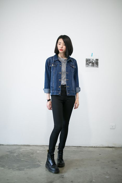 Cute and laid-back look with the grey tee, denim jacket, black boots, and black trousers.