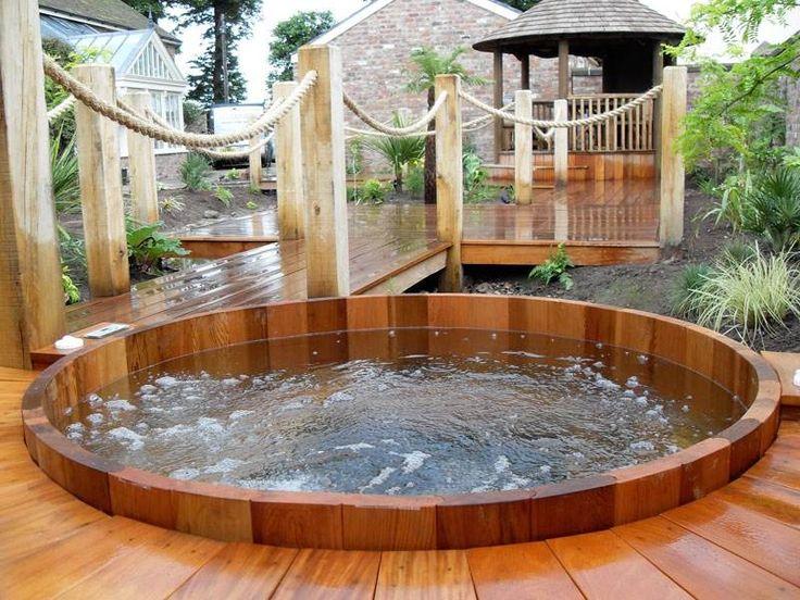 jacuzzi exterieur en bois ou pierre en idees pour le jardin. Black Bedroom Furniture Sets. Home Design Ideas