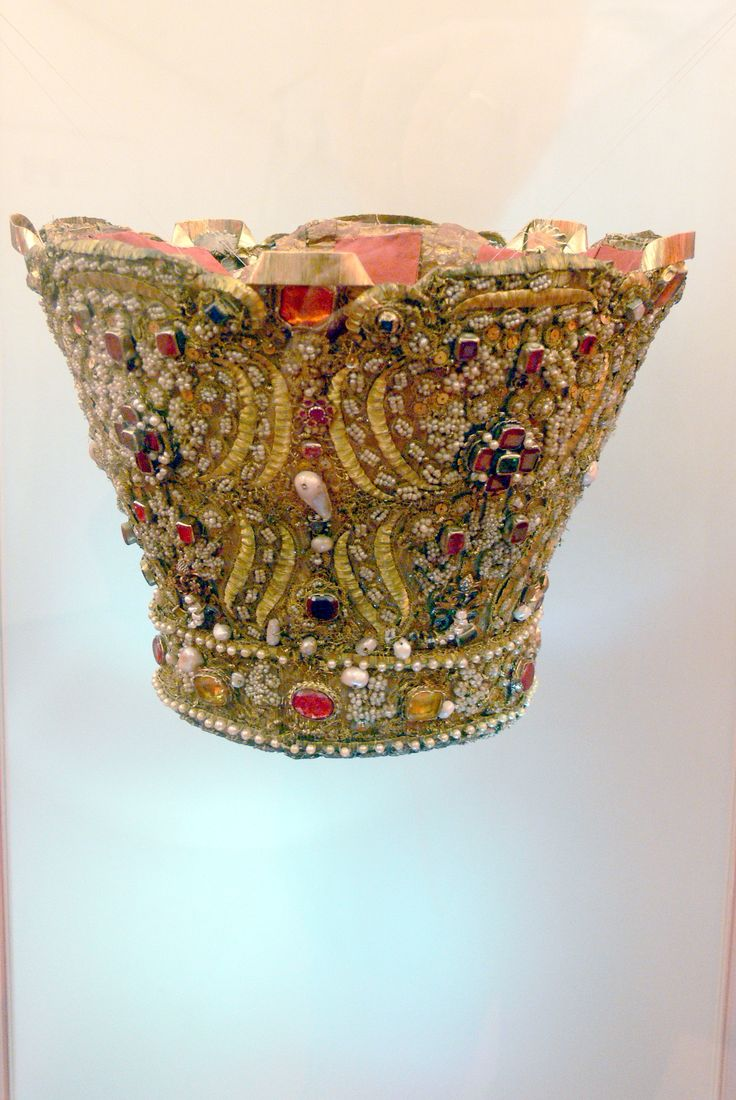 427 best images about CrownsTiaras etc on Pinterest  Diamond tiara Bavaria and Crown jewels