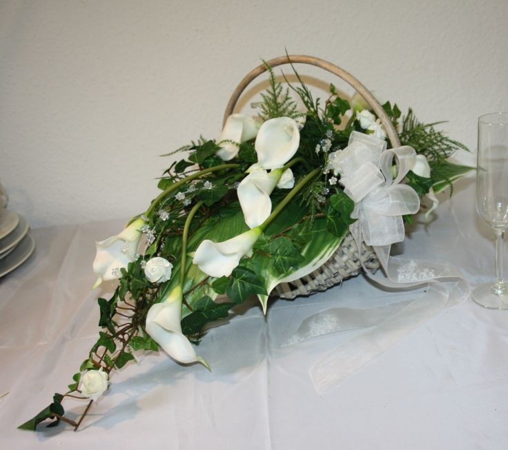 169 best images about Wizanki pogrzebowe on Pinterest  Sympathy flowers White roses and