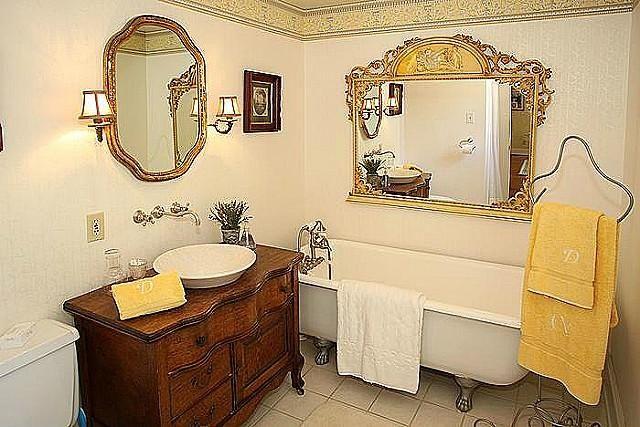 Victorian Style House - Bathroom 2