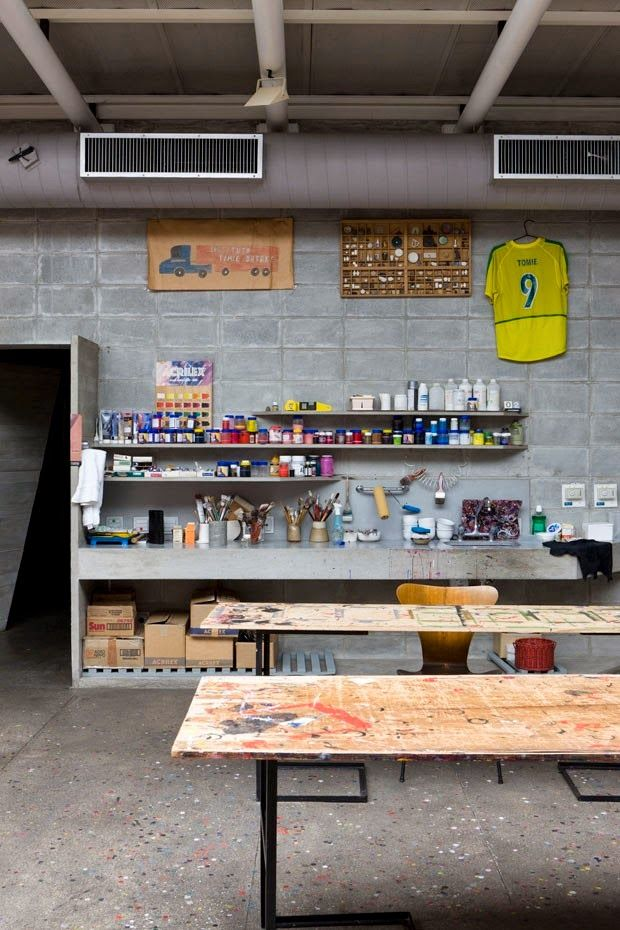 DESIGN^touch   Hands in it with a craft room set up to be messy. Tomie Ohtakes Brazilian home - Ruy Ohtake via Automatism