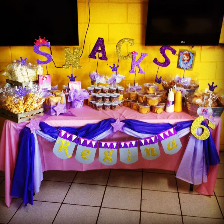 Mesa de snacks snacksbar  Sofia the first bday ideas